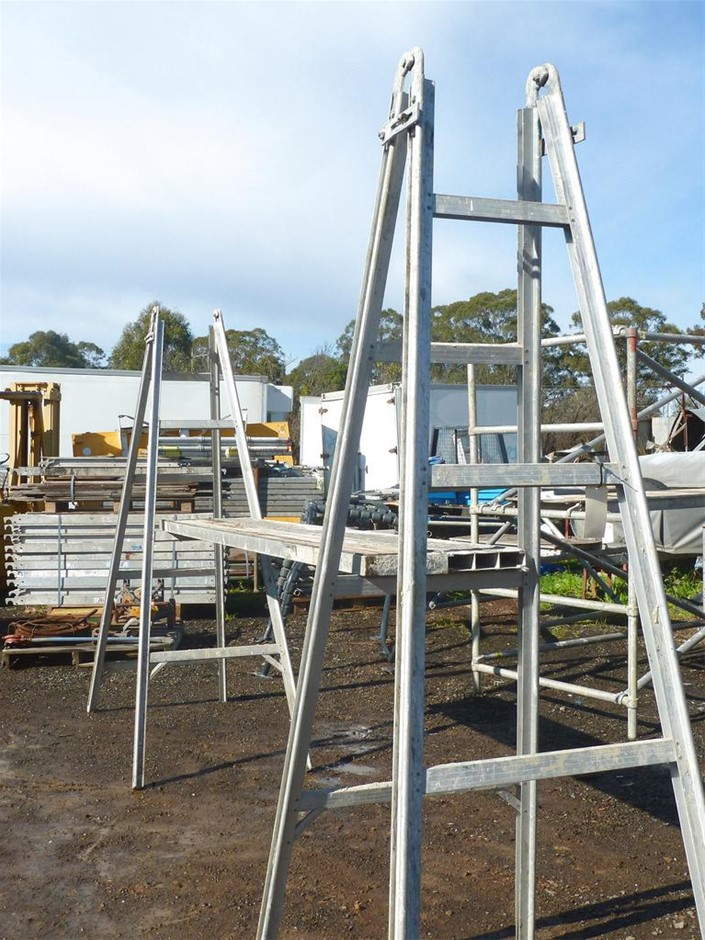 Qty 2 x Trestle Ladders with2 x Alloy Planks