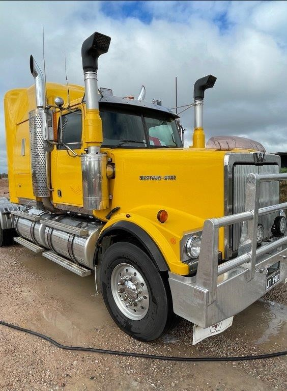 """2000 Western star 4964 Prime Mover 6 x 4 50"""""""