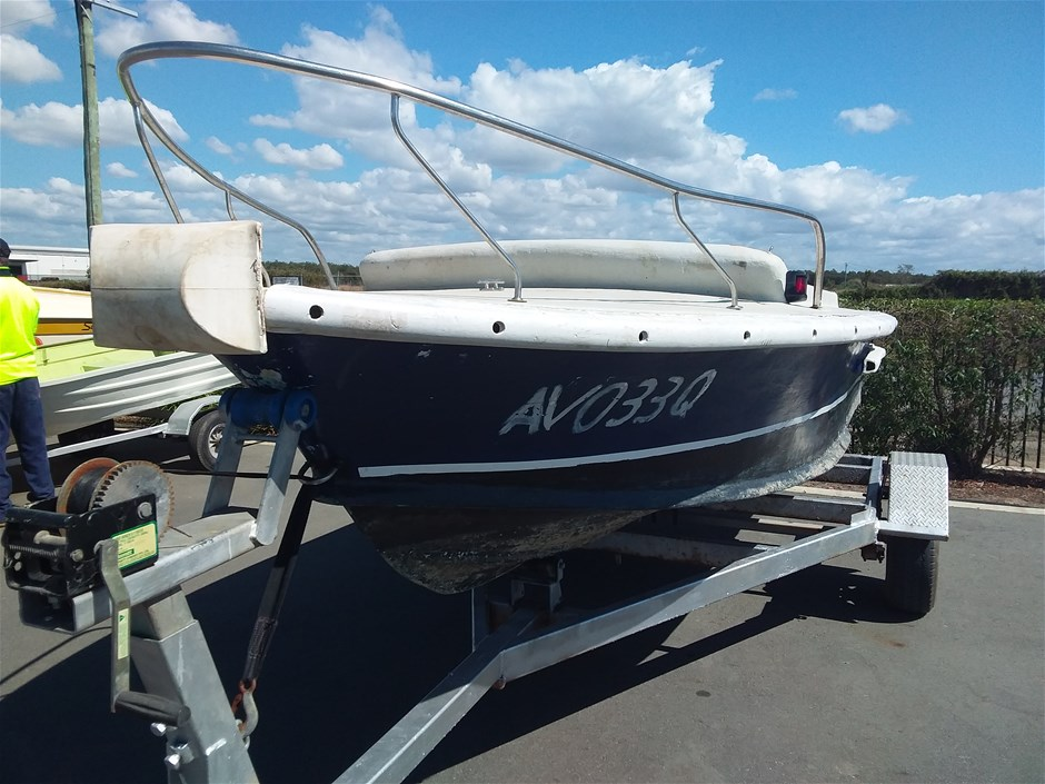 Runabout Centre Steering Fibreglass 5m Boat
