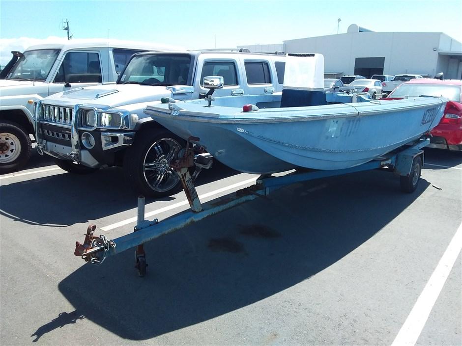 BellBoyTri-hullFibreglass 4.9m Power Boat