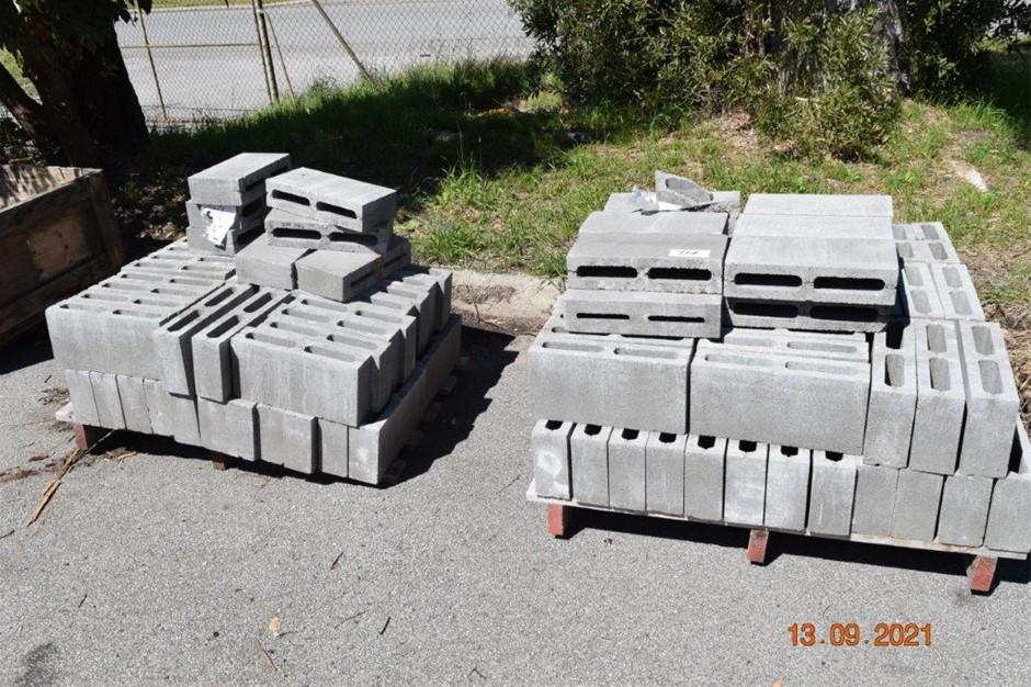 Lot of 220 Breeze Blocks