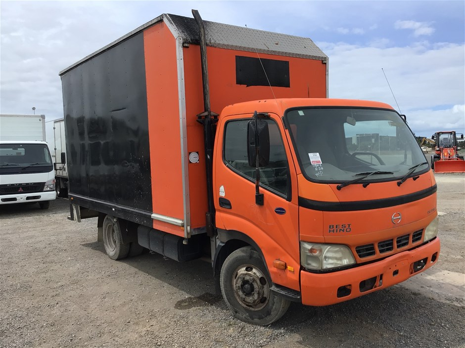 2006 Hino Dutro 4 x 2 Pantech Truck