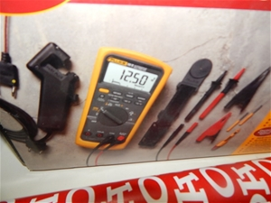 Automotive Multimeter, Fluke 88V, model # 88-5/A, LCD, PVC carry case (2040