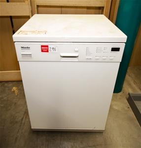 dishwasher miele professional model g8050 240 volt plug in. Black Bedroom Furniture Sets. Home Design Ideas