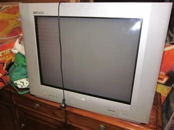 Entire Contents Of Overdue Storage Including Philips Tv 2 X Low Timber Tv Auction 0004