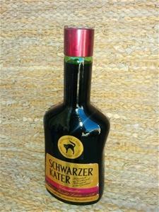 schwarzer kater blackcurrant liqueur 700ml auction 0011. Black Bedroom Furniture Sets. Home Design Ideas